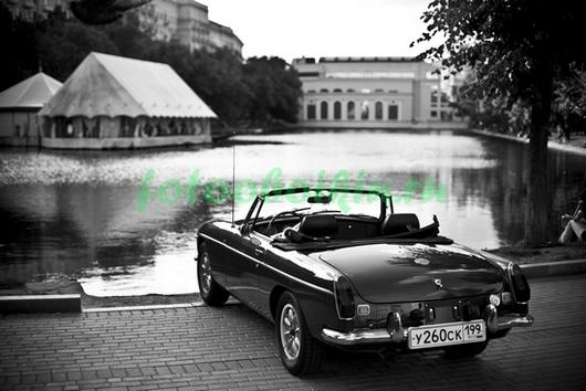 Автомобиль на озере