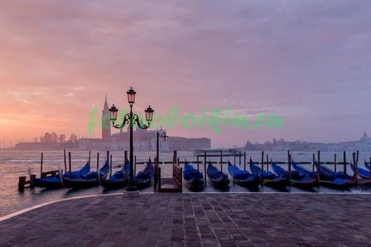 Фотообои Причал с гондолами