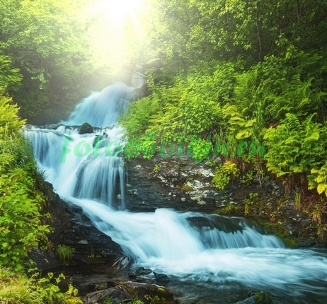 Бурный водопад