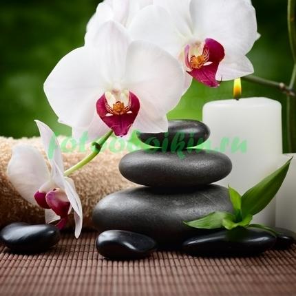 Фотообои Белая орхидея со свечой и галькой