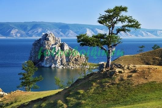 Гора посреди озера