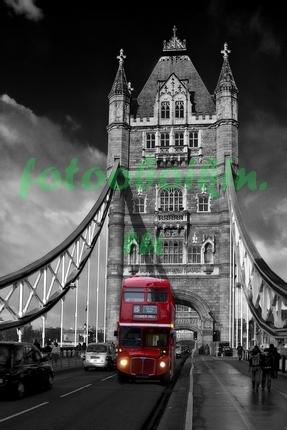 Лондонский автобус на Тауэрском мосте