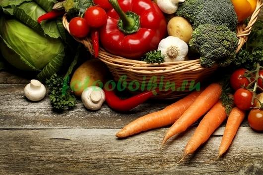 Овощи на деревянном фоне