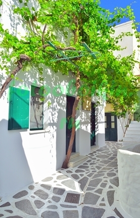 Фотообои Белая улица в Греции