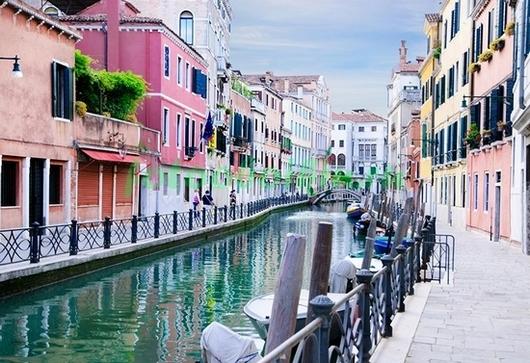 Фотообои Красочные дома в Венеции