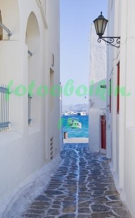 Фотообои Белая улочка с видом на море