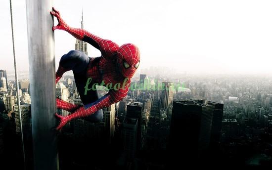 Человек паук на небоскребе