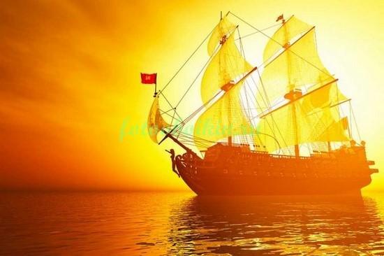 Корабль на закате