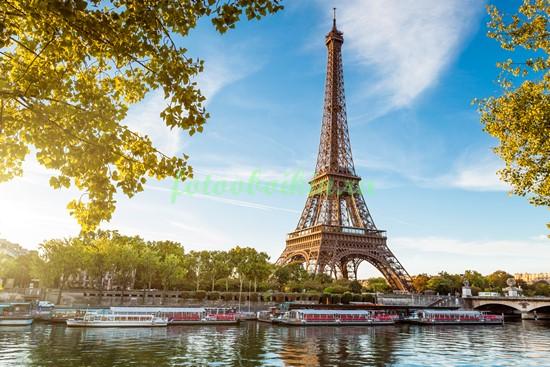 Эйфелева башня летом