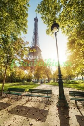 Эйфелева башня под солнцем