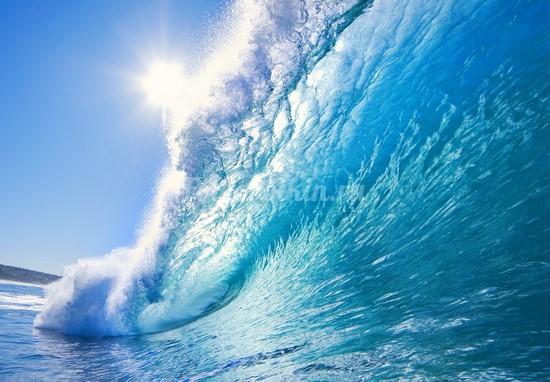 Большая голубая волна в море