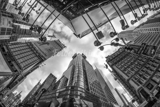 Под высокими небоскребами