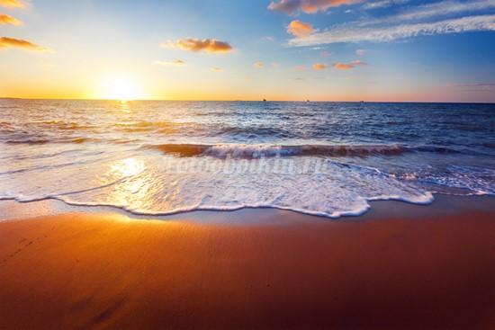Золотой песок на пляже