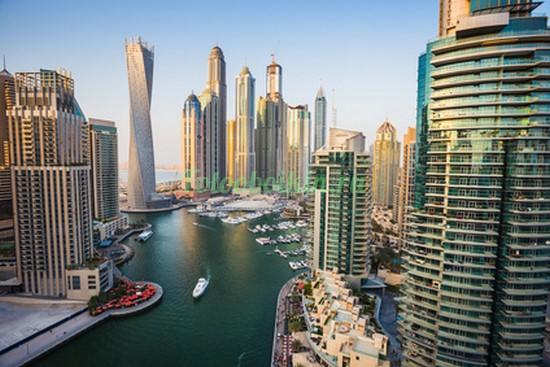 Небоскребы у берега в Дубаи
