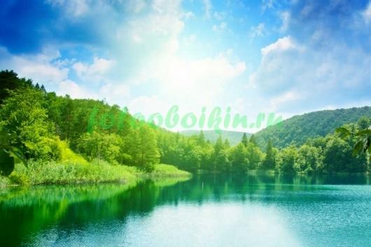 Голубое озеро в горах