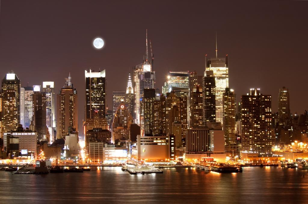 The_Mid_town_Manhattan_Skyline_in_New_York_City_57700330
