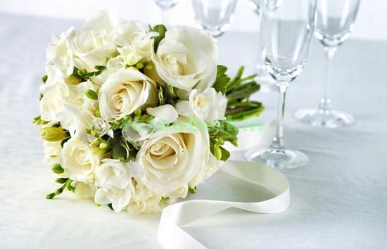 Фотообои Белые свадебные розы