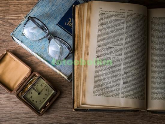 Фотообои Натюрморт со старой книгой