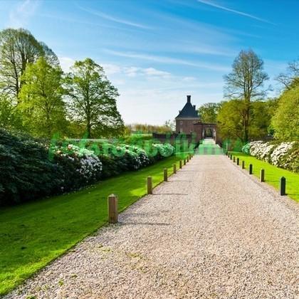 Фотообои Сад около замка
