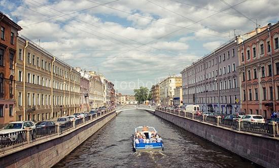 Фотообои Катер на каналах Санкт-Петербурга