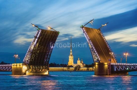 Фотообои Троицкий мост разведенный