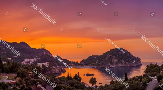 Фотообои Оранжево-красный закат в бухте
