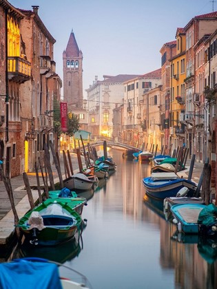 Фотообои Разноцветный канал в Венеции