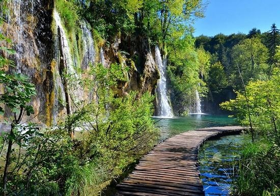 Фотообои Водопады и улочка к лесу
