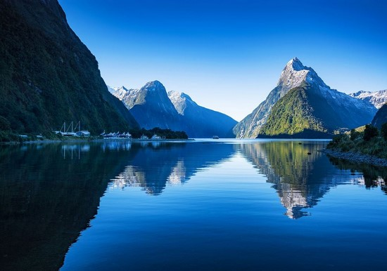 Фотообои Озеро синее в горах