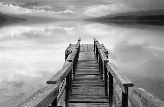 Фотообои Мост к зеркальному озеру