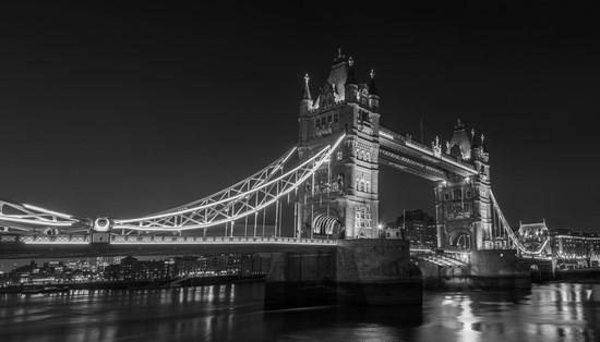 Мост в Англии. Черно-белое