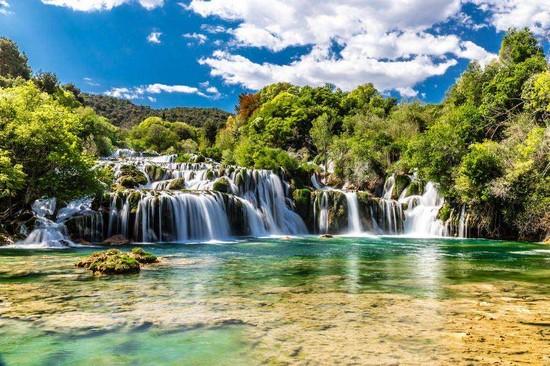 Фотообои Водопады в лесу