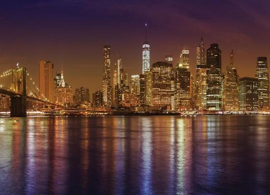 Ночной город на воде