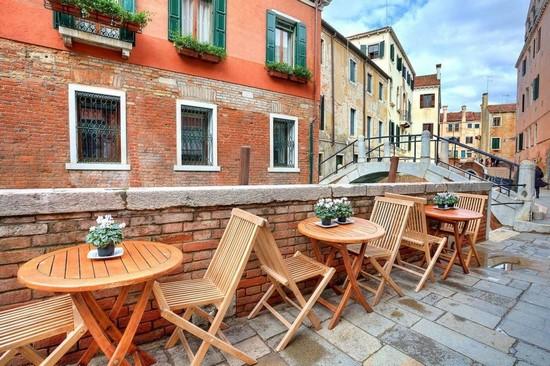 Фотообои Кафе и рестораны на улице