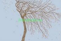 Ветвистое дерево на голубом фоне