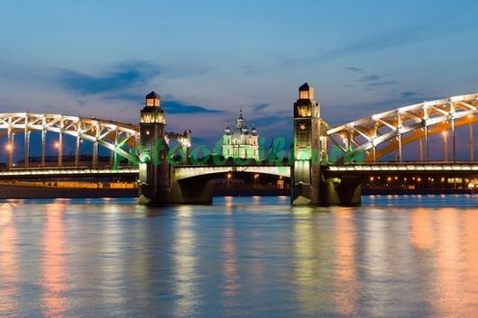 Большеохтинский мост ночью