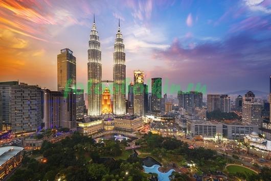 Фотообои Два высоких небоскреба