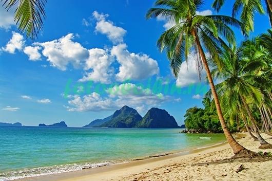 Фотообои Пляж на фоне гор
