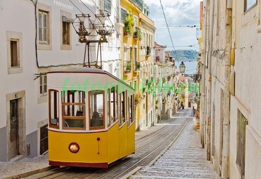Фотообои Желтый трамвай в Лиссабоне