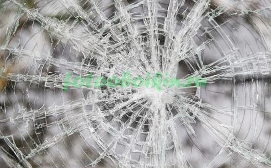 Фотообои Разбитое стекло