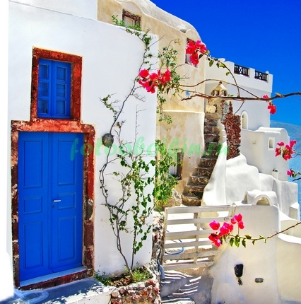 Фотообои Дворик с синей дверью