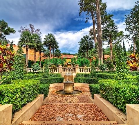 Фотообои Терраса с видом на сад