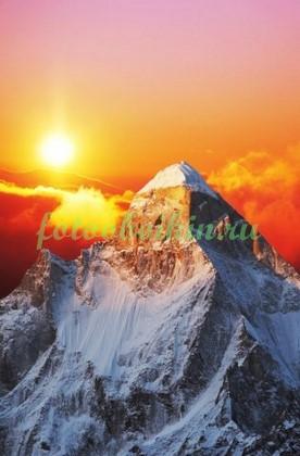 Фотообои Гора на фоне солнца