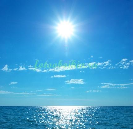 Фотообои Ясное небо над морем