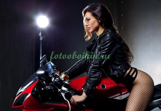 Фотообои Красотка на мотоцикле