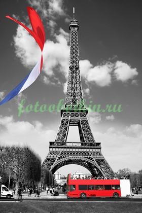 Эйфелева башня с флагом