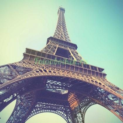 Фотообои Эйфелева башня в дымке