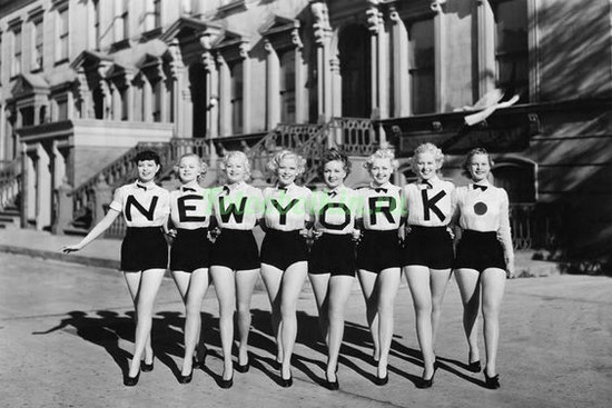 Фотообои Девушки в Нью-Йорке
