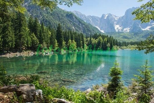 Озеро среди гор