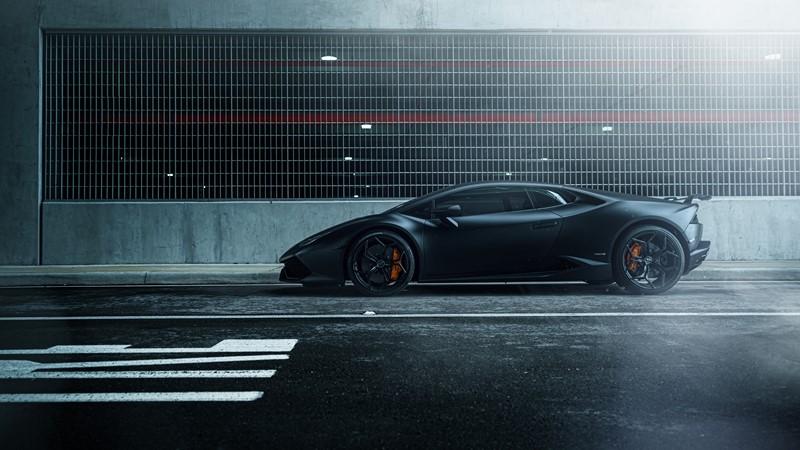 Фотообои Чёрная гоночная машина